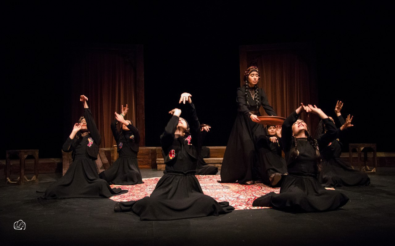 نمایی از نمایش ندبه، نوشته بهرام بیضایی و کارگردانی آناهیتا زینی وند