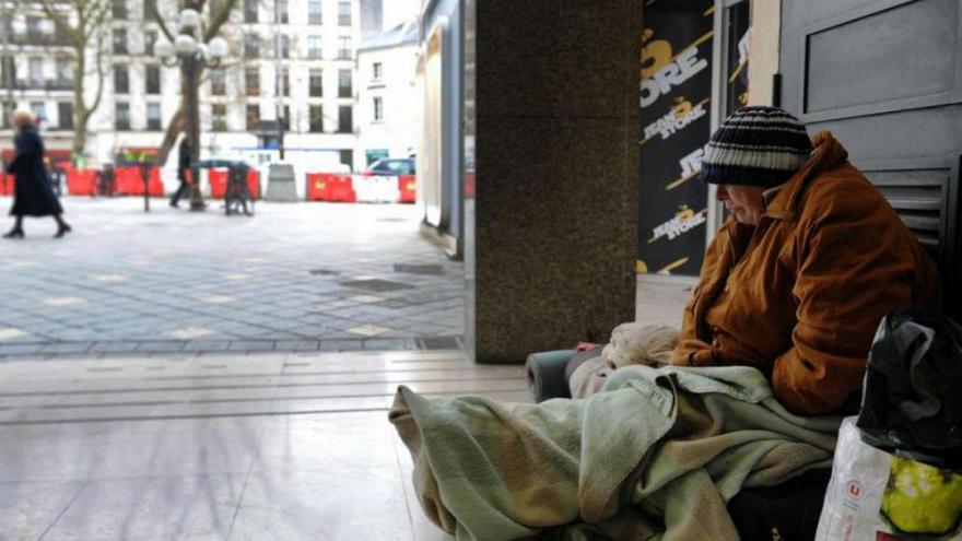 زن بی خانمان در پاریس