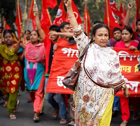 استثمار یا آزادی؟ کارگران زن در صنعت پوشاک