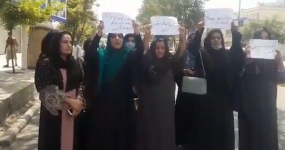 رسانه ها شجاعت زنان افغانستان را ببینند