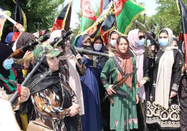 مسلح شدن زنان در برابر طالبان